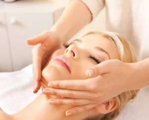 french face lifting massage in BREEZE studio